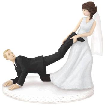 Image de BRIDE PULLING GROOM'S LEG CAKE TOPPER